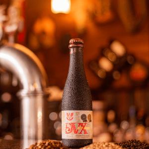 Cerveja Forte Escura Quadruppel DUX LindenBier garrafa 375ml